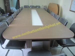 CT03-Hình ảnh thi công bàn phòng họp, ghế họp cùng với phông sân khấu cho các đơn vị